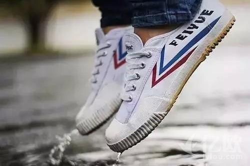 几代国人记忆中的回力、飞跃鞋,在新时代的沉浮与转型